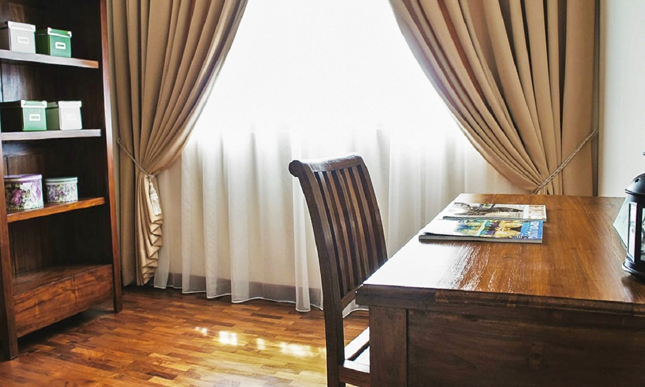 20160408_151515_0_rent+singapore+furniture+study+table+chair